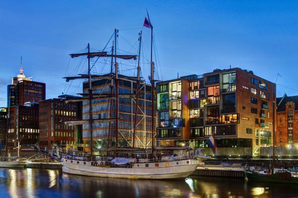 veleiros no tradicional porto de navios