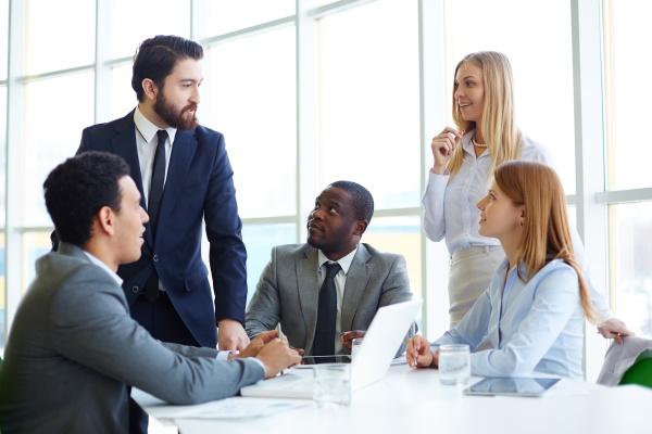 mulher conversa pessoas povo homem escritorio