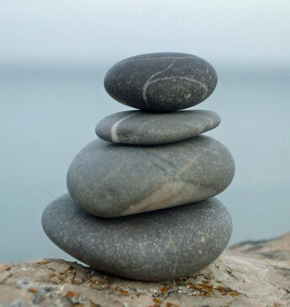 relaxamento equilibrio cairn agua salgada mar