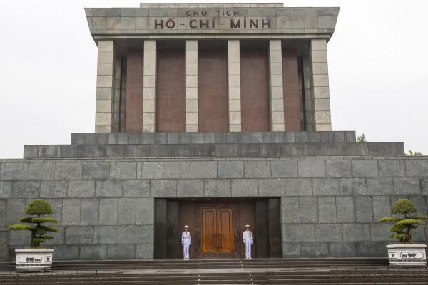 vista exterior da fachada do mausoleu