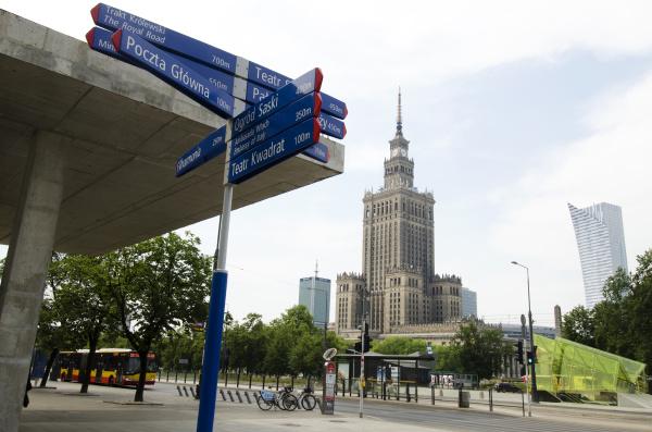 torre cidade horizontalmente ao ar livre