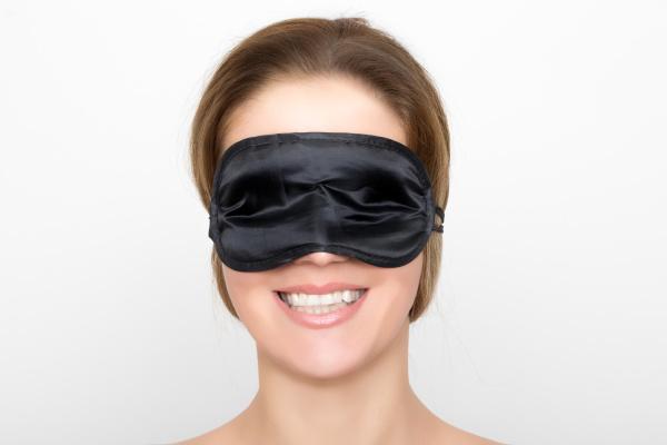 mulher lindo com mascara preta do