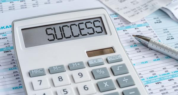 uma calculadora com a palavra sucesso