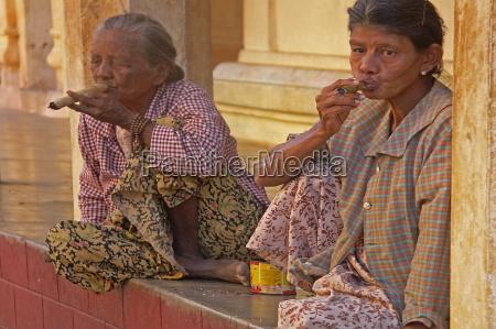 fumaca charuto mulher mulheres insalubre velho