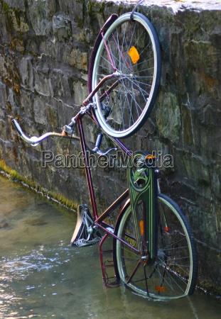 estacionamento bicicleta agua