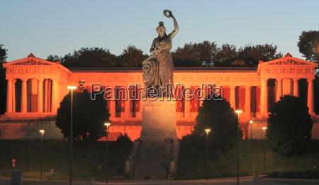 estatua noite iluminado leao gato bavaria