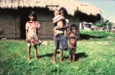 viajar asia indonesia pobre jovem aldeia