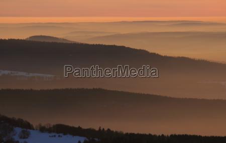 topo montanhas por do sol nevoeiro