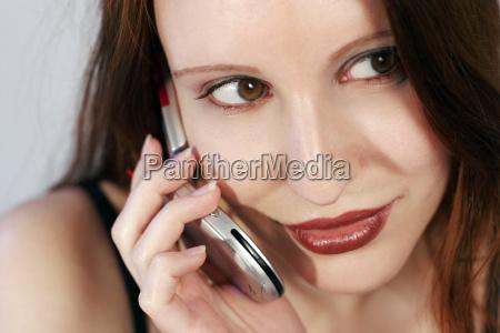 mulher conversa telefone risadinha sorrisos movel