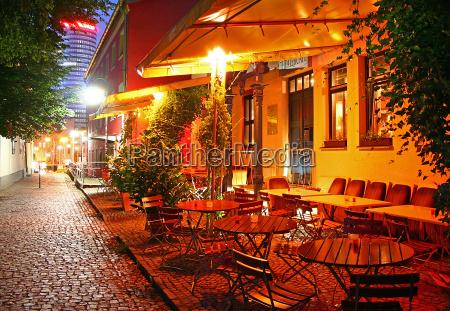 cafe humor noite cadeiras fora atmosfera