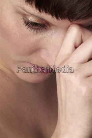 mulher mao maos dedo senhora face