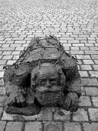 pedra luta combate estatua guerra calcada