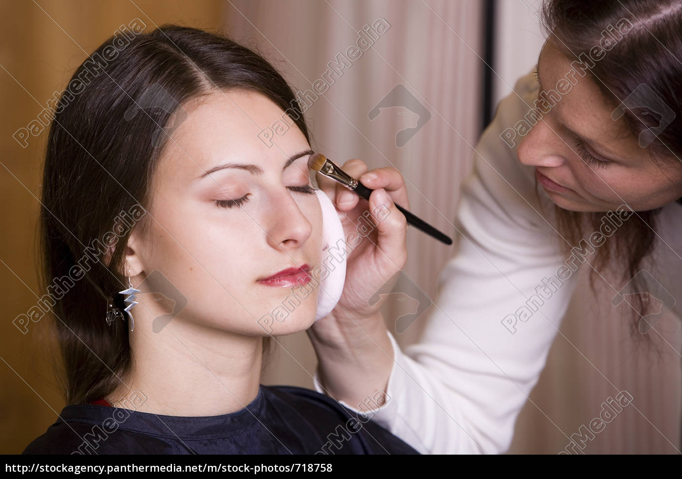 frau, beim, makeup, durch, visagistin, iii - 718758