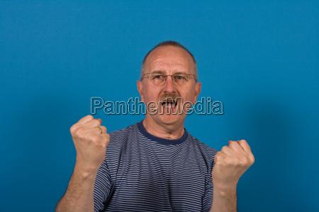 azul luta combate boca dentes face