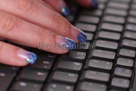 mao maos teclado unha