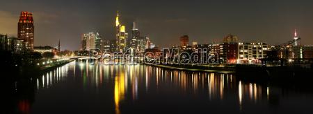 panorama skyline em noite