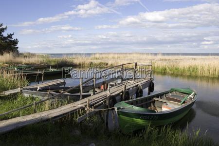 barcos pesca ligado a ilha kihnu