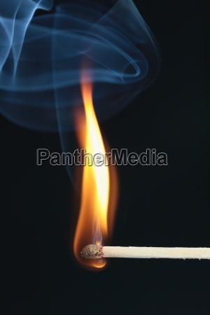 fosforo inflamed com fumo azul no