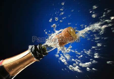 frasco de champagne pronto para a