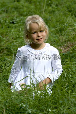 isabell in the grass