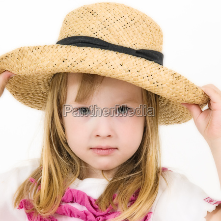 littel girl with hat