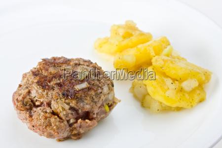 planta de carne com salada de