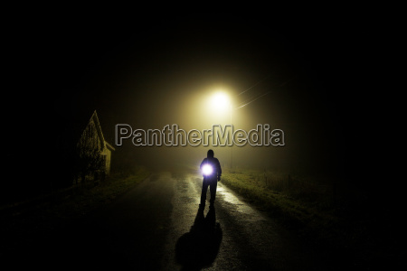 homem na neblina