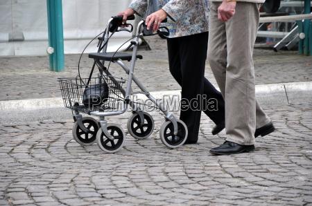 idosos com rollator