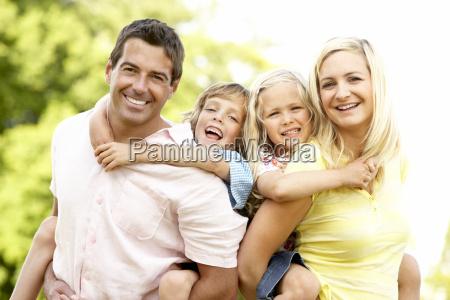 familia que tem o divertimento no