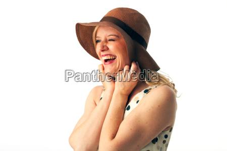 mulher saia risadinha sorrisos chapeu loira