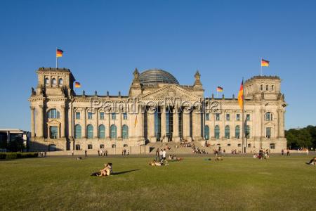 reichstag parlamento fachada bandeiras governo