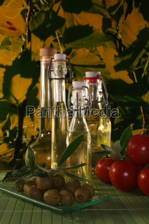 spice bottle olive oil tomatoes tomatos