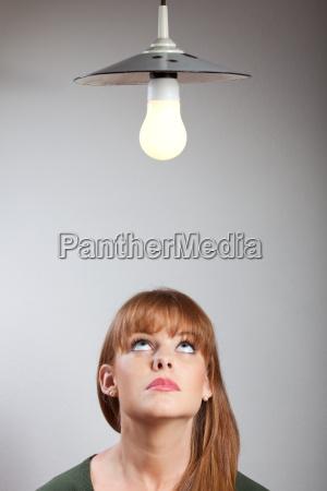 retrato de uma mulher jovem e