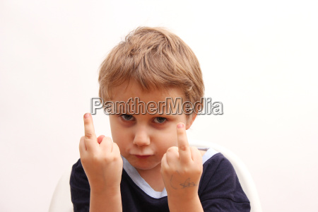 atrevido dedo medio ruim mal pobremente