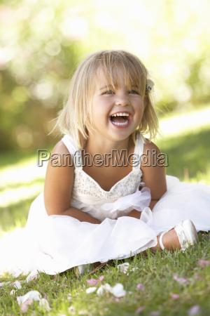 rapariga que levanta no parque