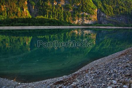 montanhas alpes suica reflexao olhar vista