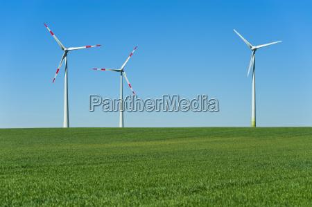 turbinas eolicas em um campo