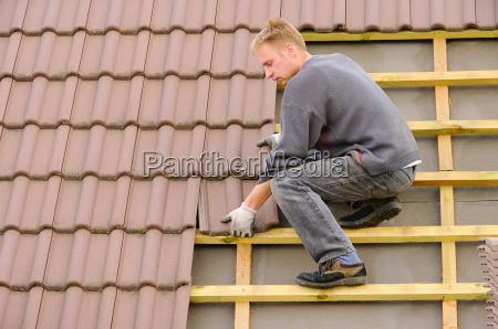 casa construcao tijolo cobrir telhado roofer