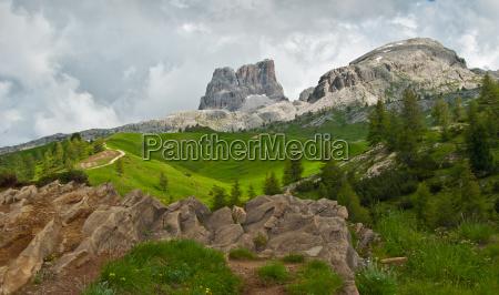 montanhas dolomitos tirol do sul montanha
