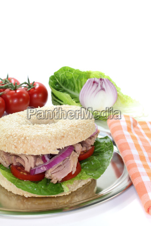 bagel with tuna