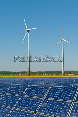 rodas do vento e modulos solares