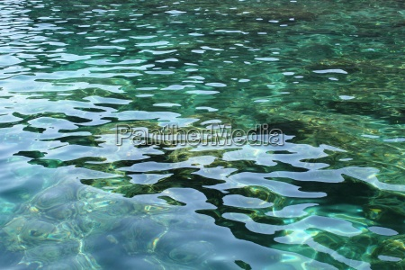 verde reflexao agua mediterranico agua salgada