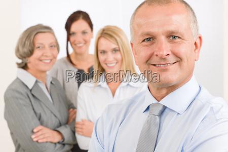 gerente senior da equipe de negocios