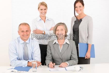 equipe de negocios bonita businesswomen com