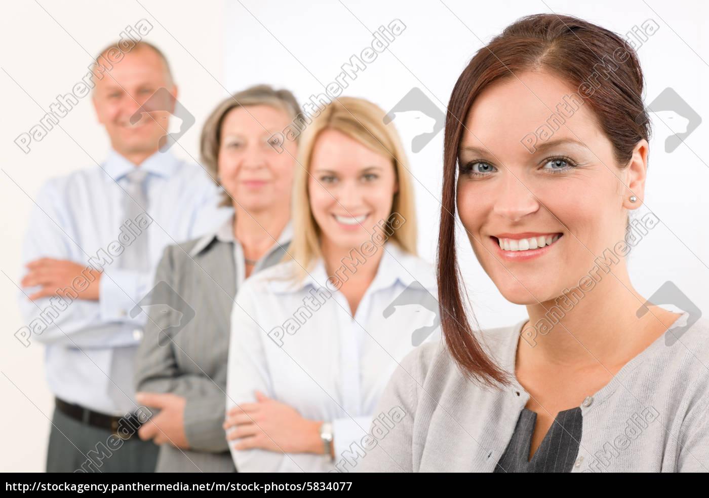 equipe, de, negócios, feliz, em, pé - 5834077