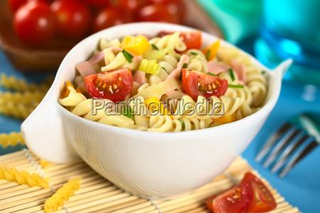 pimenta vegetal macarrao tomate salada