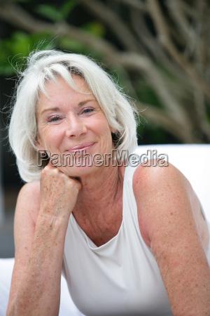 retrato de bela mulher senior