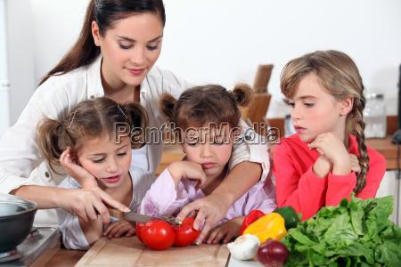 mae e suas filhas que fazem