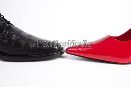 mulheres e calcados masculinos lace