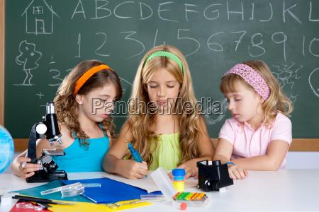grupo de estudantes de meninas na